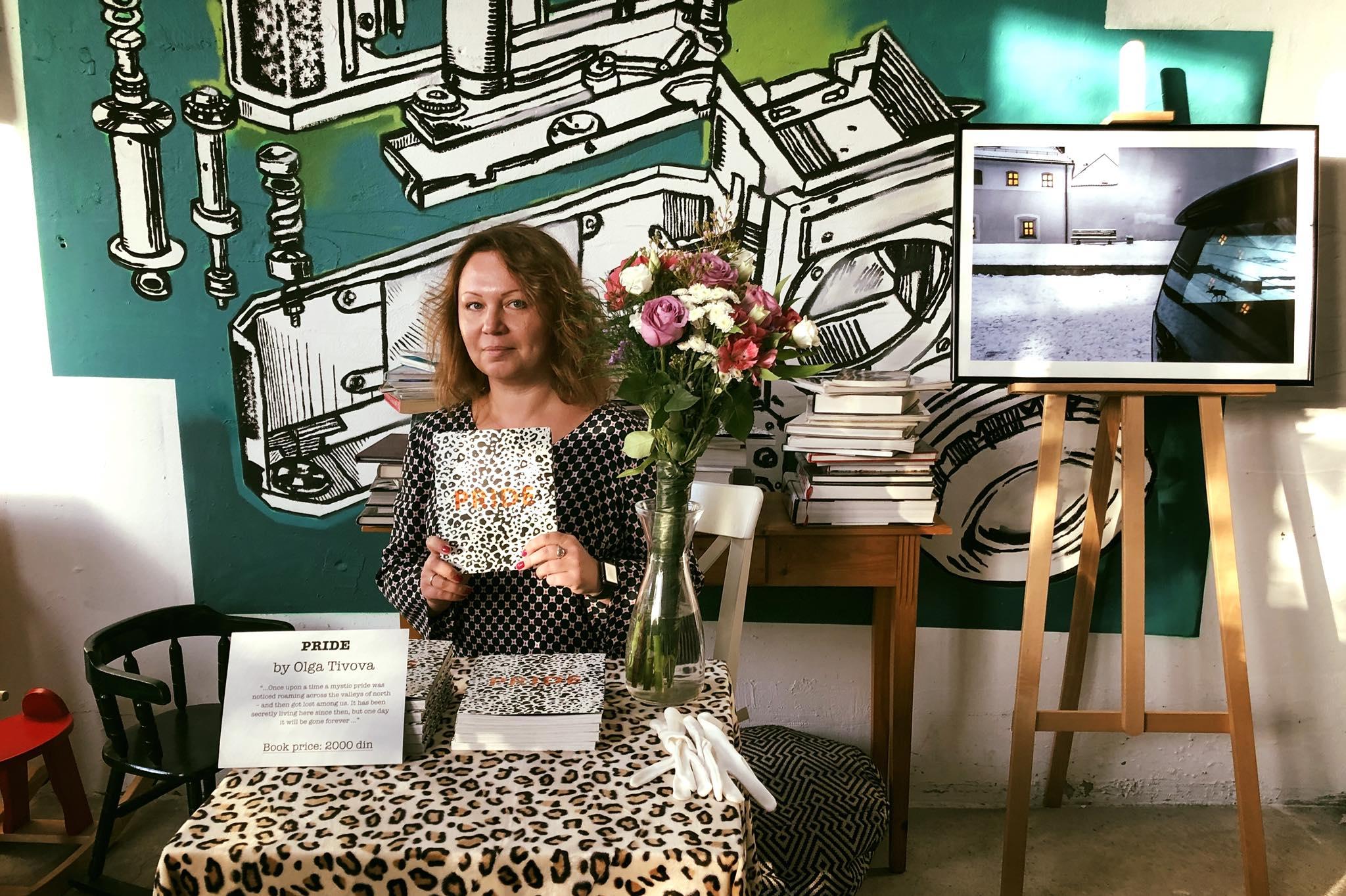 Ольга Титова открывает свою фотовыставку в Белградской галерее Zoom Art Cafe.